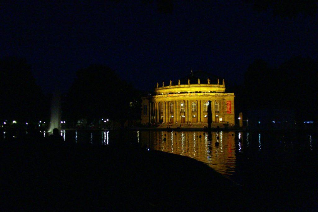 Die Region Stuttgart bietet Lebensmittelpunkt, Arbeit und Kultur - www.DeinMetrolife.de #Stuttgart #Staatstheater #LebenInStuttgart